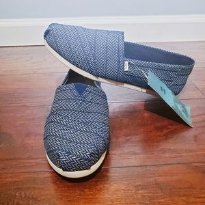 Toms navy blue pattern slip on canvas size…